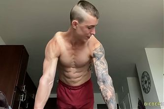 Jerking off after showing some muscles